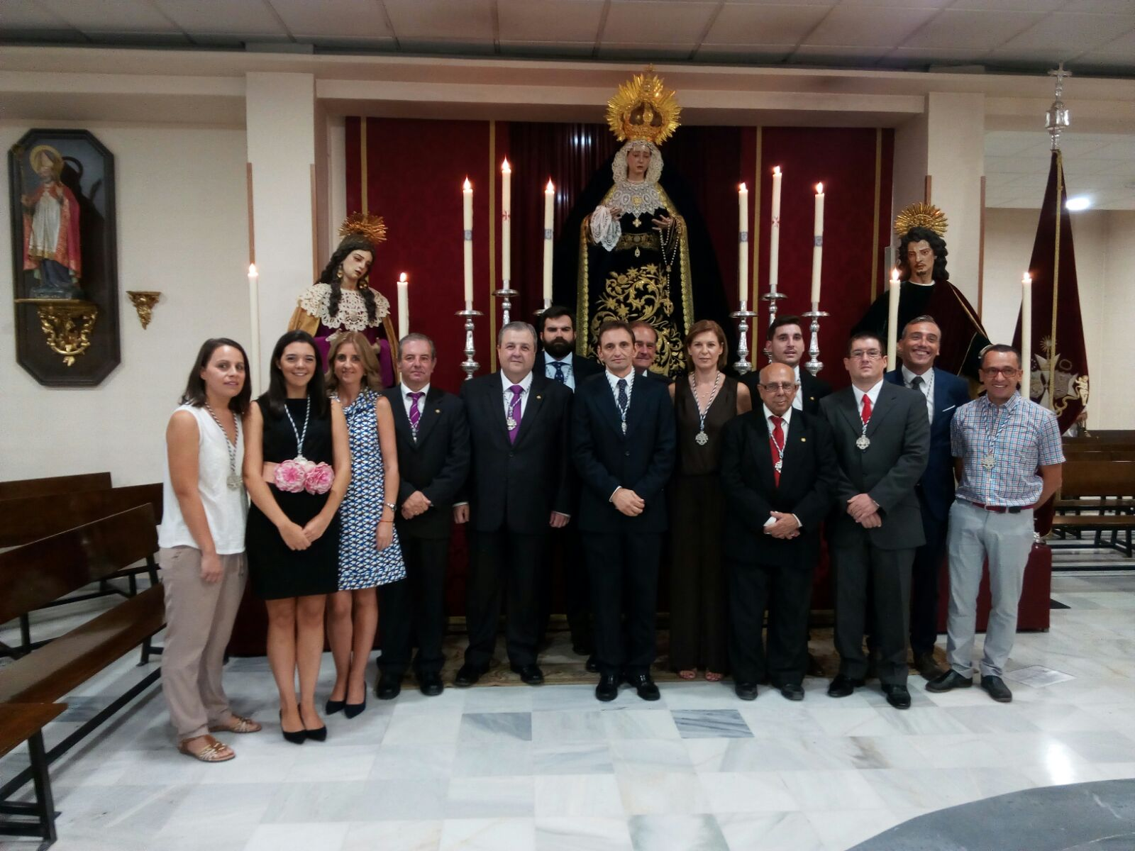 La nueva Junta de Gobierno ante María Santísima del Dulce Nombre